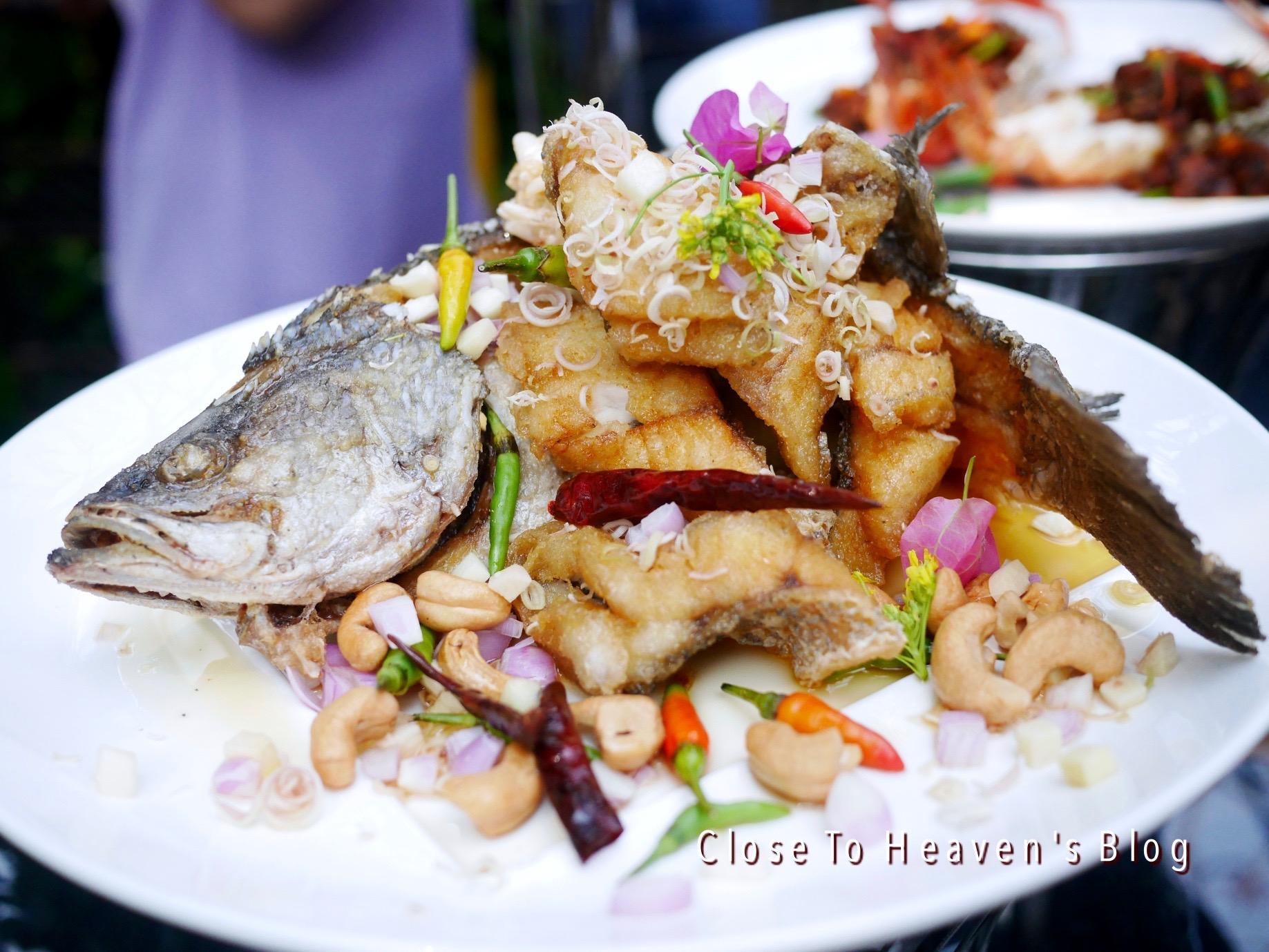 ห้องอาหารไทย สวนบัว เซ็นทารา ลาดพร้าว