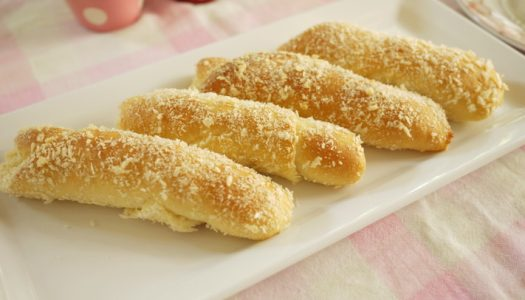 Spanish Bread ชื่อสเปนแต่คือขนมปังหวานของฟิลิปปินส์