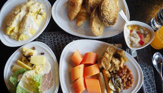 บุฟเฟ่ต์อาหารเช้า The Continent Hotel Bangkok